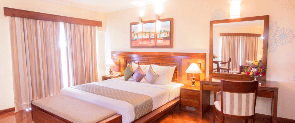 The spacious bed of the Sea View Suite