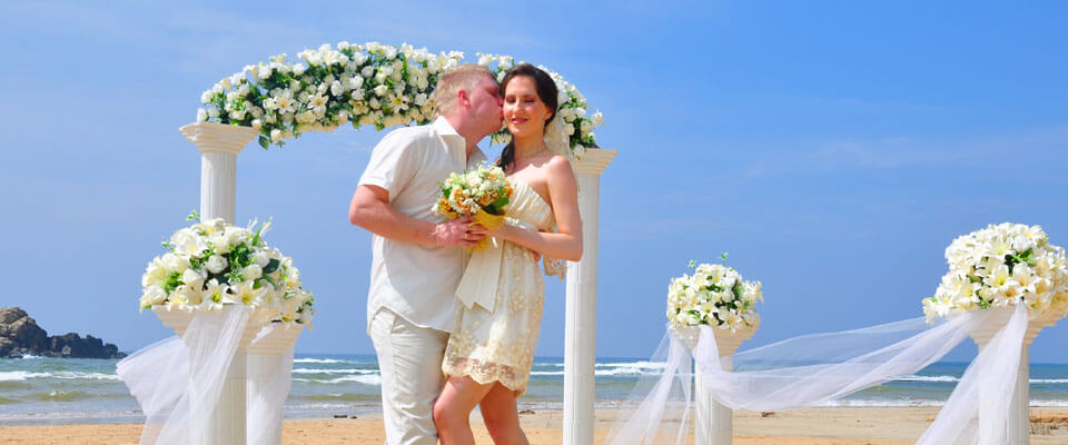 Romantic decor for intimate beach weddings